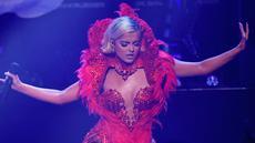 Penyanyi AS, Bebe Rexha saat tampil di panggung selama pertunjukan Z100 iHeartRadio Jingle Ball di Madison Square Garden di New York City (7/12). Bebe Rexha tampil seksi berbusana serba merah di panggung tersebut. (AFP Photo/Angela Weiss)