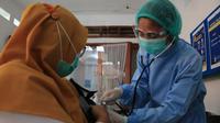Pelaksanaan vaksinasi Covid-19 di Kota Surabaya (Dian Kurniawan/Liputan6.com)
