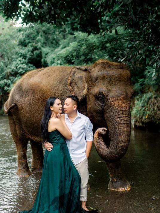 Pernikahan Kalina Oktarani dan Vicky Prasetyo sempat tertunda dan belum berlangsung hingga kini. Seperti pemberitaan yang beredar belakangan ini, memang banyak masalah yang mereka hadapi. Mulai dari kabar adanya orang ketiga hingga restu orangtua. (Instagram/kalinaoctaranny)