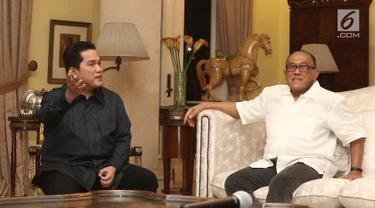 Ketua Tim Kampanye Nasional Jokowi-Ma'ruf Amin, Erick Thohir memimpin pertemuan sembilan perwakilan partai pendukung koalisi ke kediaman pribadi Ketua Dewan Pembina Partai Golkar, Aburizal Bakrie di Jakarta, Senin (8/10). (Liputan6.com/Herman Zakharia)
