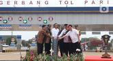 Presiden Joko Widodo (ketiga kiri) didampingi sejumlah menteri meresmikan  Tol JORR II ruas Kunciran-Serpong, Tangerang Selatan, Jumat (6/12/2019). Setelah peresmian, ruas tol sepanjang 11,1 km tersebut siap digunakan oleh masyarakat jelang Natal 2019 dan Tahun Baru 2020. (Liputan6.com/Angga Yuniar)