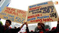 Selain kenaikan upah sebesar 50%, para buruh juga menentang instruksi SBY tentang upah (Liputan6.com/ Faisal R Syam)