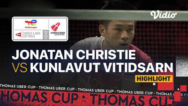 Berita video highlights pertandingan ketiga Indonesia vs Thailand di Grup A Piala Thomas 2020, di mana Jonatan Christie menelan kekalahan, Senin (11/10/2021) malam hari WIB.