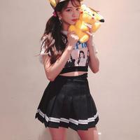 Jisoo Blackpink styling rok mini (Instagram @sooyaaa__)