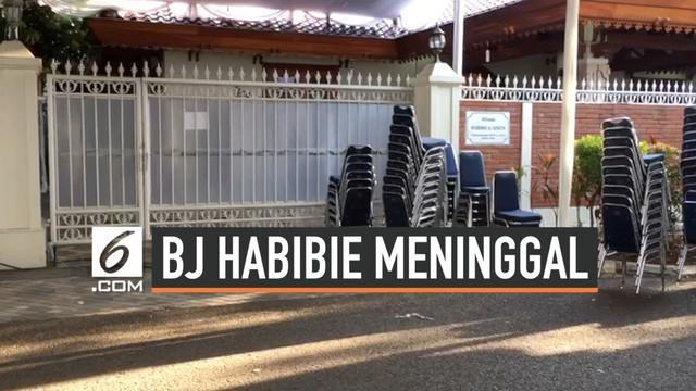 Kamis (12/9/2019) jenazah BJ Habibie masih berada di rumah duka di kawasan Patra Kuningan. Rencananya akan dimakamkan selepas zuhur.