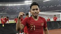 Andik Vermansah merayakan kemenangan Timnas Indonesia atas Timor Leste 3-1, Selasa (13/11/2018) di Stadion Utama Gelora Bung Karno. (Bola.com/Muhammad Iqbal Ichsan)