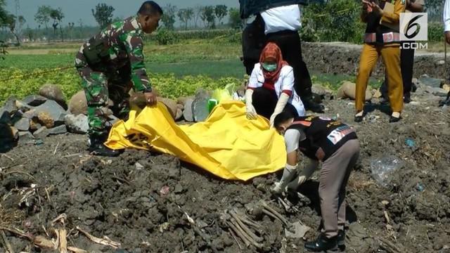 Warga Desa Putren, Kecamatan Sukomoro, Kabupaten Nganjuk, Jawa Timur, dihebohkan dengan temuan sejumlah kerangka manusia yang diduga korban PKI.