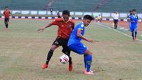 Duel Bandung United vs Persibat Batang di Stadion Siliwangi, Bandung, Minggu (7/7/2019). (Bola.com/Erwin Snaz)