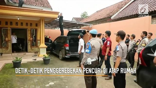 Seorang pencuri spesialis mobil ditangkap di atap rumahnya sendiri. Polisi terpaksa lepaskan tembakan peringatan agar pelaku tak kabur.