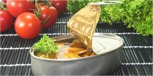 Makanan kaleng bisa menyebabkan kantong mata/copyright Shutterstock.com