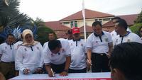 Komitmen Pemkab Cirebon menekan angka penderita HIV Aids pada peringatan hari aids sedunia. Foto (Liputan6.com / Panji Prayitno)