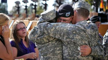 Tentara bersedih setelah insiden penembakan Fort Hood. (ABC.net.au)