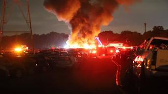 40 Mobil di Tempat Lelang Jadi Korban Kebakaran, Sambaran Petir Diduga Penyebabnya
