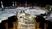 Pandangan udara saat jutaan jemaah haji memadati Masjidil Haram, Makkah, Sabtu (10/9). Sebelum Wukuf di Arafah, jemaah haji mulai memadati Masjidil Haram untuk Tawaf Qudum dan membaca niat haji. (REUTERS/Ahmed Jadallah)