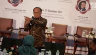 """Anggota Dewan Pertimbangan Presiden (Wantipres) Sidharto Danusubroto memaparkan segala tantangan dan peluang politik yang akan dihadapi pada tahun 2018, pada acara Rembuk Nasional 2017, """"Outlook 2018"""" di Jakarta, Kamis (21/12).(Liputan6.com/Faizal Fanani)"""
