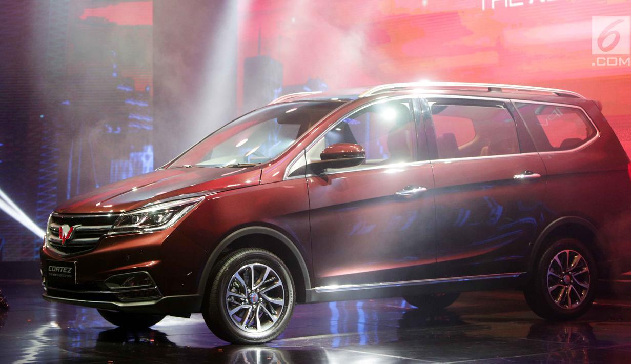 Penampilan mobil Wuling Cortez saat peluncurannya di Jakarta, Kamis (8/2). Wuling Motors Indonesia resmi memperkenalkan Cortez dengan harga Rp 218 juta hingga Rp 264 jutaan. (Liputan6.com/Angga Yuniar)