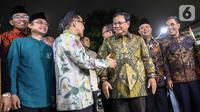 Ketua Umum PKB Muhaimin Iskandar (ketuga kiri) menyambut kedatangan Ketua Umum Gerindra Prabowo Subianto di DPP PKB, Jakarta, Senin (14/10/2019). Prabowo didampingi sejumlah petinggi Partai Gerindra antara lain Ahmad Muzani, Sufmi Dasco Ahmad, Edhy Prabowo, dan Sugiono. (Liputan6.com/Faizal Fanani)