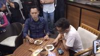 AHY dapat Voucher Makan Gratis  Markobar Sepanjang Masa dari Gibran . (Liputan6.com/Ady Anugrahadi)