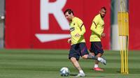 Pemain Barcelona FC, Lionel Messi, saat mengikuti sesi latihan di Ciutat Esportiva Joan Gamper, Sant Joan Despi, Senin (18/5/2020). Barcelona terus matangkan latihan jelang kembali bergulirnya kompetisi La Liga.(AFP/Handout/FC Barcelona/Miguel Ruiz)
