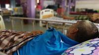 Awang, pria 46 tahun yang ditinggal oleh anak-anaknya (Sumber: worldofbuzz)