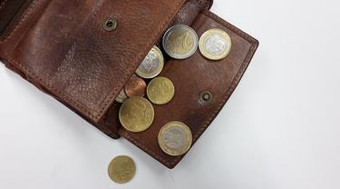 uang dalam dompet