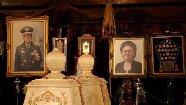 Astana Giri Bangun merupakan kompleks pemakaman raja-raja yang terletak di Karanganyar, Surakarta. Di salah satu makam, terbaring jasad Almarhum Bapak Pembangunan sekaligus mantan Presiden Indonesia Kedua yaitu H.M Soeharto.