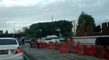Kecelakaan terjadi di ruas tol Cawan dini hari tadi. Ternyata korban yang mengalami kecelakaan baru pulang dari melayat keluarganya.