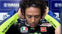 Valentino Rossi tampak gondrong usai menjalani karantina mandiri. Dia sudah bisa tampil lagi di MotoGP Eropa (AFP)