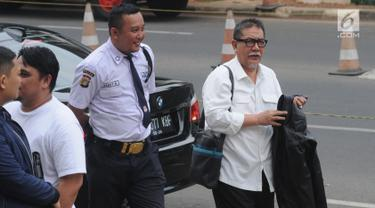 Mantan Wakil Gubernur Jawa Barat, Deddy Mizwar tiba di Gedung KPK, Jakarta, Jumat (23/8/2019). Deddy Mizwar diperiksa sebagai saksi untuk tersangka Sekretaris Daerah (Sekda) Jawa Barat Iwa Karniwa terkait dugaan suap kasus pemberian izin proyek Meikarta di Kabupaten Bekasi. (merdeka.com/Dwi Narwoko)