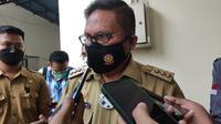Wali Kota Gorontalo Marten Taha saat diwawancarai soal dugaan Malpraktik di RS Multazam (Arfandi Ibrahim/Liputan6.com)