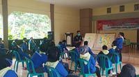 Sekitar 120 relawan Kampung Siaga Bencana (KSB) tengah mendapatkan pengetahun mengenai manajemen kebencanaan di Pangandaran, Jawa Barat. (Liputan6.com/Jayadi Supriadin)