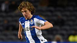 2. Fabio Silva (40 juta euro) - Wolverhampton resmi mendatangkan pemain berusia 18 tahun ini dari Porto pada bursa transfer musim panas. Wolverhampton menggelontorkan dana 40 juta euro untuk mendapatkan tanda tangan Fabio Silva. (AFP/Miguel Riopa)