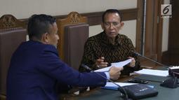 Mantan Menteri Agama Suryadharma Ali (kanan) saat menjalani sidang lanjutan Peninjauan Kembali (PK) di PN Jakarta Pusat, Rabu (25/7/2018). Pada persidangan ini kuasa hukum pemohon membacakan kesimpulan pengajuan PK. (Liputan6.com/Helmi Fithriansyah)