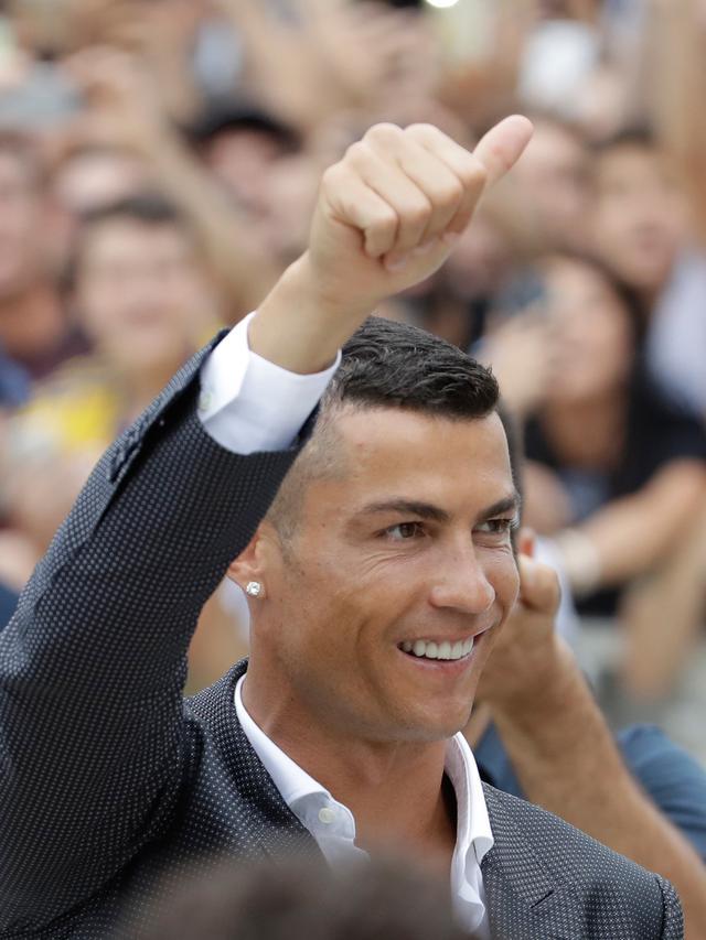 Saat Cristiano Ronaldo Disambut Tifosi Juventus