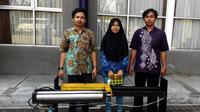 Mesin penyayat bambu semi otomatis hasil karya mahasiswa ITS Surabaya. (Liputan6.com/Dhimas Prasaja)