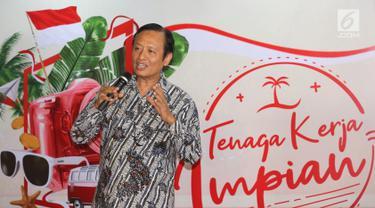 Staf Ahli Menteri Bidang Hukum Kemkominfo, Henri Subiakto memberi paparan melalui Program Tenaga Kerja Impian di Jakarta, Kamis (22/8/2019). Program yang digagas RedDoorz bertujuan mengembangkan kreativitas milenial sekaligus mempromosikan destinasi wisata Indonesia. (Liputan6.com/Fery Pradolo)