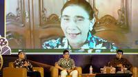 Beberapa narasumber tengah mendengarkan penjelasan mantan Menteri Kelautan Susi Pudjiastuti dalam pemaparan pertumbuhan ekonomi di saat pandemi Covid-19 di Tasikmalaya, Jawa Barat. (Liputan6.com/Jayadi Supriadin)