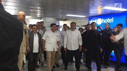 Ketua Umum Gerindra Prabowo Subianto tiba di Stasiun MRT Lebak Bulus, Jakarta, Sabtu (13/7/2019). Prabowo datang sekitar pukul 09.51 WIB. (Liputan6.com/Lizsa Egehem)
