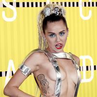 Miley Cyrus nampaknya memiliki caranya tersendiri untuk menjadi perhatian publik, Miley kini merilis album. (Bintang/EPA)