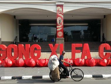 20160207-Meriahkan Imlek, Ambarukmo Plaza Yogyakarta Pasang Hiasan Gong Xi Fa Cai