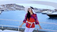 Syahrini menikmati keindahan Mykonos, Yunani. (dok. Instagram @princessyahrini/https://www.instagram.com/p/Bk6LYQwA7SK/Putu Elmira)