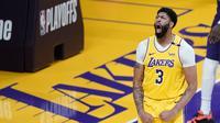 Forward Los Angeles Lakers, Anthony Davis, ketika melawan Phoenix Suns di Staples Center pada NBA play-off, Jumat (28/5/2021) pagi WIB. (AP/Marcio Jose Sanchez).