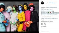 Para model tampil bak Jackie O dengan tubuh warna-warni. (Instagram/ Moschino)
