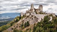 Cachtice, kastil megah yang sudah berdiri sejak abada ke-13 ini menjadi salah satu tempat pembantaian manusia paling mengerikan di dunia.