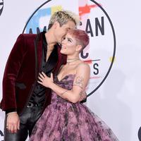 Potret Halsey dan G-Eazy saat menghadiri MTV VMA 2018. (KEVORK DJANSEZIAN / AFP)