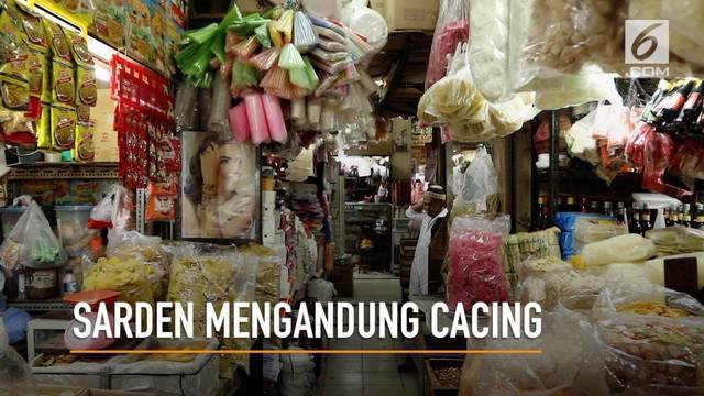 Sejumlah pedagang di Pasar Kebayoran Lama mengaku belum tahu adanya sarden yang mengandung cacing.