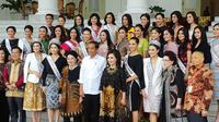 Presiden Jokowi menerima kedatangan Yayasan Putri Indonesia di Istana Kepresidenan. (Merdeka.com/ Intan Umbari Prihatin)
