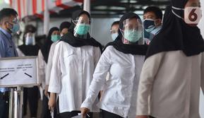 Peserta bersiap mengikuti Seleksi Kompetensi Bidang (SKB) Computer Assisted Test (CAT) untuk Calon Pegawai Negeri Sipil (CPNS) Kemenkumham di Gedung Kepegawaian Negara, Jakarta, Rabu (2/9/2020). Pelaksanaan SKB CPNS yang diikuti 829 peserta itu menerapkan protokol kesehatan (merdeka.com/Imam Buhori)