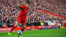 Pemain Liverpool, Philippe Coutinho menempati peringkat keempat top scorer sementara The Reds. Dari semua laga yang diikuti bersama iverpool Coutinho telah mencetak sembilan gol pada musim 2016-2017. (EPA/Peter Powell)