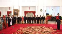 Presiden Joko Widodo Melantik 17 Duta Besar RI di Istana Merdeka (20/2/2018). (Foto: Infomed/Kemlu/Rudi)
